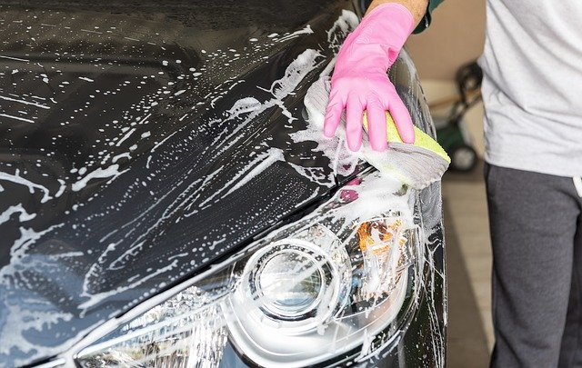 How to remove car wax